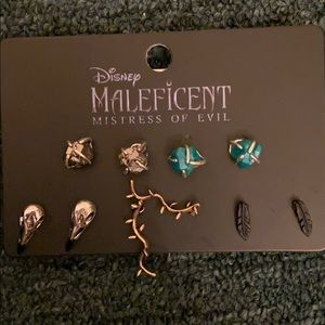 NWT Hot topic Disney Maleficent earrings